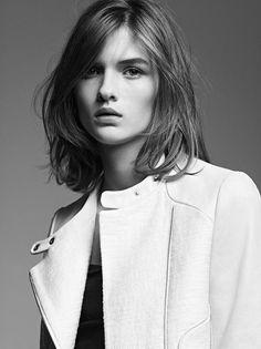 Minimal + Classic: simple blunt shoulder length on Lara Mullen