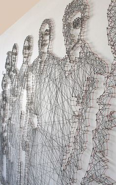Pamela Campagna is a graphic designer from Italy who has come up with a series of portraits that is truly innovative. Mainly consisting of threads and nails, her works are a symbolic expression for the networks she has created with the motifs they display – mainly of people she knows, like friends and family.