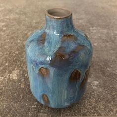 Petit vase bleu et marron. Porcelaine. Brigitte Morel