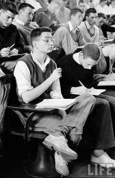 CLASSROOM // Princeton, 1950 | study | geek | nerd | learn | university | class | lecture | 1950's | school | books | students | LIFE | Black & white Vintage Men, Retro Vintage, Ivy League Style, School Memories, School Days, Ivy Style, Little Shop Of Horrors, Vintage School, Couples In Love