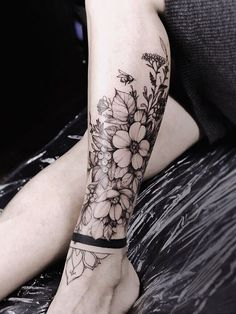 Gorgeous And Stunning Ankle Floral Tattoo Ideas For Your Inspiration; - Gorgeous And Stunning Ankle Floral Tattoo Ideas For Your Inspiration; Ankle Tattoos Ideas for Women; Leg Tattoos Women, Top Tattoos, Body Art Tattoos, Tatoos, Tattoo Ink, Female Leg Tattoos, Tattoo Drawings, Girl Leg Tattoos, Best Leg Tattoos
