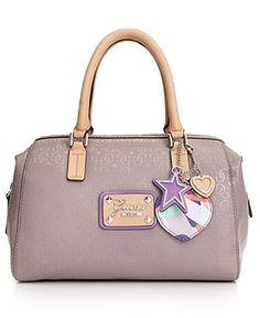 Guess Tasche Entangled Box Satchel Rose Schuhe on PopScreen Guess Handbags, Satchel Handbags, Purses And Handbags, Designer Handbag Brands, Designer Handbags, Mini Backpack Purse, Guess Purses, Handbag Accessories, Accessories