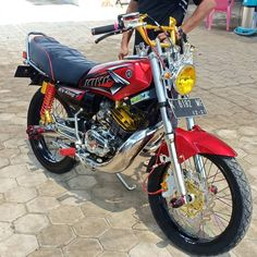 Gambar mungkin berisi: sepeda Motor Yamaha Motorcycles, Cars And Motorcycles, Yamaha Rx 135, King Kobra, Xmax, Valentino Rossi, Custom Bikes, Motorbikes, Honda