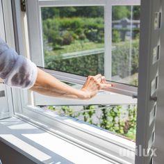 """Horren van Unilux zijn zeer onderhoudsvriendelijk. Het is slim om ze voor de winter even schoon te maken en op te bergen. Dan staan ze klaar voor het voorjaar, om lekker te genieten van """"frisse lucht binnen, insecten buiten?"""" Windows, Interior Design, Balcony, Home, Garden, Nest Design, Garten, Home Interior Design, Interior Designing"""