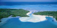 Verbringen Sie einen Tag voller Spaß und Entspannung auf einer paradiesischen Insel. Entspannen Sie am herrlichen Strand der Ile aux Cerfs, schwimmen und schnorcheln Sie, und genießen Sie ein köstliches 3-Gänge-Menü in einem edlen Strandrestaurant.