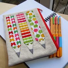 Love this large pencil case and a fun use of scrap fabrics!A large pencil case great for keeping all your pens and pencils together.applique pencil case design to sew also make a good book bag pattern for school or ipad case (Diy School Books)I love the c Large Pencil Case, Diy Pencil Case, Pencil Case Pattern, Fabric Crafts, Sewing Crafts, Sewing Projects, Tape Crafts, Free Motion Embroidery, Machine Embroidery