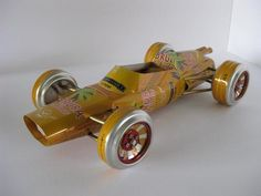 autos hechos de latas de gaseosas
