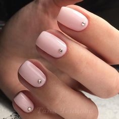 While choosing easy nail designs for short nails, it is better to stop and think for a moment. Sometimes something new and unknown can be better. Trust us! #nails #easynailart #shortnails