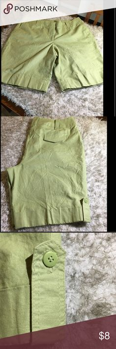 Dalia Celery Green Linen Blend Shorts Size 16W Celery green shorts by Dalia.  Linen Blend.  Cuffed hemline with button tab accent.  Size 16W.  Good condition.   Important:   All items are freshly laundered as applicable prior to shipping (new items and shoes excluded).  Not all my items are from pet/smoke free homes.  Price is reduced to reflect this!   Thank you for looking! Dalia Shorts