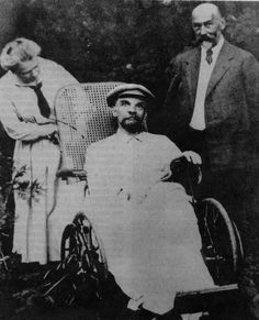 15 Rare Historical Photos - The last known photograph of Vladimir Lenin's. At the season of this photograph in he had endured three strokes and was totally quiet. Vladimir Lenin, Rare Historical Photos, Rare Photos, Old Photos, Vintage Photos, Joe Masseria, Photos Rares, Hidden Photos, History Photos
