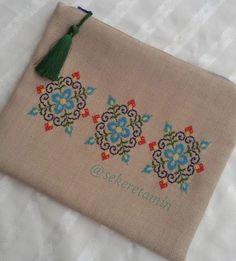 Crochet Basket Pattern, Crochet Flower Patterns, Cross Stitch Designs, Cross Stitch Patterns, Diy Bag Designs, Embroidery Bags, Crochet Purses, Craft Items, Handmade Bags