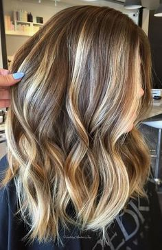 brown hair Hair with Blonde Highlights_Medium Brown Hair with Blonde Highlights Brunette With Lowlights, Brown Hair With Blonde Highlights, Brown Hair Balayage, Hair Color Balayage, Ombre Hair, Blonde Color, Blonde Honey, Balayage Highlights, Honey Balayage