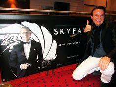 """""""BOND - JAMES BOND"""" Am 1. November ist es endlich soweit. Der neue James-Bond-Streifen """"Skyfall"""" mit Daniel Craig läuft in den deutschen Kinos an. Eines ist sicher: James Bond ist Kult. Legendär sein britischer Charme und die Aura von Gefahr, die ihn umgibt. Schnelle Autos, exotische Schauplätze und hübsche Bondgirls. Welcher Mann wäre nicht gerne James Bond? Und welche Frau hätte..."""