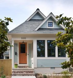 Woman downsizes to a 557 sq. ft. tiny cottage—lovely house tour! Simple but tasteful.