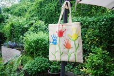DIY with children // Painting cloth bags - Lively life - Spiel Birthday Rewards, Inexpensive Gift, Painting For Kids, Children Painting, Worksheets For Kids, Cloth Bags, Summer Kids, Xmas Gifts, Clothing Patterns
