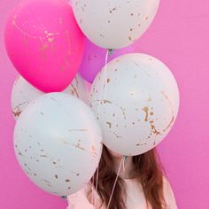 10 of the best balloon ideas and DIY tutorials, stylish and creative ways to use this ultimate party accessory! (Photo via Studio DIY)