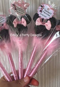 Book Crafts, Clay Crafts, Diy And Crafts, Crafts For Kids, Minnie Mouse Theme Party, Minnie Birthday, Kids Birthday Themes, Birthday Fun, Pen Toppers