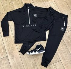 Nike. Swag Outfits Men, Tomboy Outfits, Nike Outfits, Trendy Outfits, Cool Outfits, Mens Tracksuit Set, Nike Clothes Mens, Hype Clothing, Outfit Grid