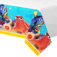 1 mooi Finding Dory tafelkleed van de populaire Disney film. Het tafelkleed is van plasic en dus herbruikbaar. De afmetingen zijn 120cm bij 180cm