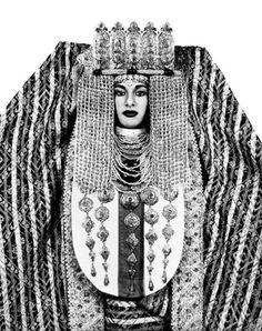 Regal photographs of Moroccan brides by French photographer Valerie Belin. She skillfully uses the simplicity and arresting contrast of a black and white filter to highlight the intricate, elaborat… Moroccan Bride, Moroccan Wedding, Exotic Wedding, Costume Ethnique, Ethno Style, Tribal Style, French Photographers, Tribal Fashion, Robert Mapplethorpe
