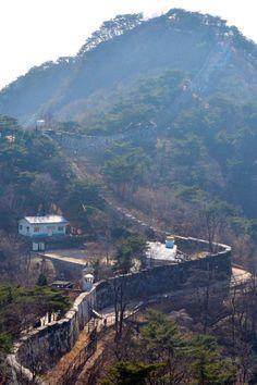 서울 도심 한복판에도 제주 올레길 못지않은 트레킹 코스가 있다. 자연, 그리고 서울의 600년 역사를 동반 삼아 걸을 수 있는 '서울 성곽길'이 그곳이다.