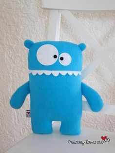Monster dolls are amazing and very fashionable toys/pillows for your kid. You can craft it easily by yourself at home with basic tools such as fabric and etc. If you remember your childhood, we all [. Sewing Toys, Sewing Crafts, Sewing Projects, Sewing Ideas, Diy Projects, Felt Diy, Felt Crafts, Softies, Sewing For Kids