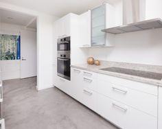 piso cimento queimado com moveis branco, super super clean !!!!