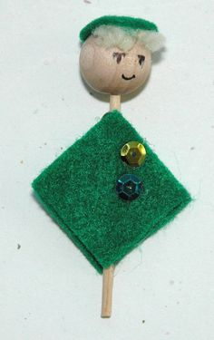 Supplies: Wooden bead heads, little pegs, green felt squares, yarn hair, felt circles for beanies, sequins, glue and marker / from sentimentalbaby on ETSY