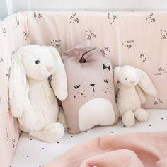 Tour de lit lapin rose Liewood - Doudou lapin peluche Jellycat - Coussin doudou lapin Fabelab Kids Bedroom, Baby Room, Boutique, Baby Kids, New Homes, Teddy Bear, Nursery, Concept, Baby Bedding
