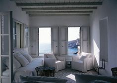 This summer refuge on the island of Serifos is where the Italian designer Paola Navone heads for peace and relaxation. A rugged stone house it features simple, white rooms Best Interior, Interior Design, Paola Navone, Turbulence Deco, Banquettes, White Rooms, Large Windows, Simple House, Elle Decor