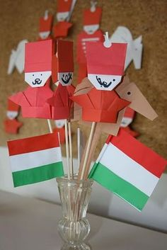 zászlók, origami huszárok Independence Day Decoration, Kids And Parenting, Activities For Kids, Origami, Diy And Crafts, Kindergarten, Christmas, Creative Things, Creative Ideas