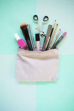 Five Minute DIY // Organize Your Makeup Bag