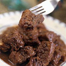 """Υπέροχο σε γεύση και άρωμα, το χοιρινό με κόλιανδρο ονομάζεται στην Κύπρο """"αφέλια"""" και είναι ο πιο διαδεδομένος κρεατομεζές του νησιού"""