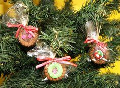 Para sair do tradicional decore sua árvore de Natal com biscoitos Tortinhas. Trazemos para você uma sugestão da Adria de decoração de Natal.