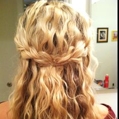 idk about crimped hair for prom but so prettyyyy Everyday Hairstyles, Down Hairstyles, Pretty Hairstyles, Wedding Hairstyles, Hairstyles 2018, Girl Hairstyles, Bridesmaid Hair, Prom Hair, Crimped Hair