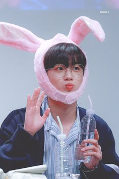 "Beside on Twitter: ""190908 나눙 토끼🐰라고 해요  #김요한 #요한 #KIMYOHAN #엑스원 #X1 #X1_FLAϟH #FLAϟH… "" Cnblue, Btob, Welcome To My Page, Golden Child, Picture Credit, Kpop Boy, K Idols, Shit Happens, Music"