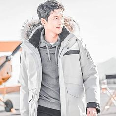 Acting Skills, Asian Celebrities, Hyun Bin, Korean Artist, Korean Actors, Canada Goose Jackets, Kdrama, How To Look Better, Rain Jacket