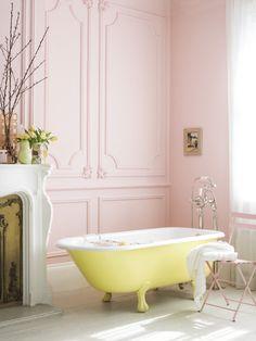 Pastel bathroom with pink walls and yellow bath just so pretty! Romantic Bathrooms, Chic Bathrooms, Beautiful Bathrooms, Bad Inspiration, Bathroom Inspiration, Interior Inspiration, Bathroom Ideas, Bathroom Designs, Bathtub Ideas