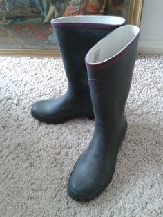 Dark green wellies by Harry Hall, bought at Sports Direct. Comfortable warm fit, essential for traipsing over the moors.
