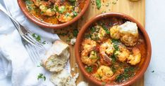 Spanish Garlic Prawns Positively loaded with garlic and spices - please don't forget the fresh, un-buttered bread, you will definitely need it! Normally served as an entree, this recipe makes enough for two main meal servings. Entree Recipes, Fish Recipes, Seafood Recipes, Dinner Recipes, Cooking Recipes, Healthy Recipes, Tapas Recipes, Recipes With Prawns, Main Meal Recipes