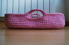 crocheted doll bassinet basket · cesto moisés para muñecas en trapillo