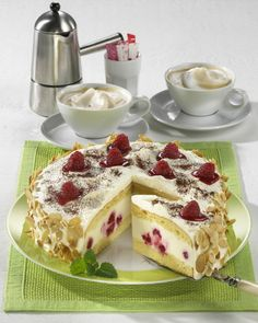 Unser beliebtes Rezept für Himbeer-Panna-cotta-Torte und mehr als 55.000 weitere kostenlose Rezepte auf LECKER.de.