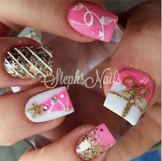 Find images and videos about pink, nails and gold on We Heart It - the app to get lost in what you love. Xmas Nails, Bling Nails, Diy Nails, Christmas Nails, Christmas Art, Holiday Nail Art, Christmas Nail Art Designs, Really Cute Nails, Pretty Nails