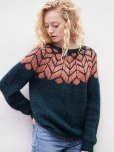 Sweater with folding and patterned carrier - Knit yarn and knitting pattern . : Sweater with folding and patterned carrier – Knitting yarn and knitting patterns – TWO WOMEN Fair Isle Knitting, Knitting Yarn, Knitting Sweaters, Tejido Fair Isle, Motif Fair Isle, Into The Fire, Knit Patterns, Sweater Knitting Patterns, Pulls