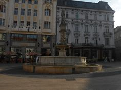 Maximiliánova fontána je renesančná fontána z roku 1572, nachádzajúca sa na Hlavnom námestí v bratislavskom Starom Meste. Je najstaršou fontánou na území mesta Bratislava