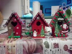 70 Ideas For Painting Bird Houses Ideas Christmas Christmas Bird, Christmas Holidays, Christmas Decorations, Christmas Ornaments, Holiday Decorating, Decorating Ideas, Decor Ideas, Decorative Bird Houses, Bird Houses Painted
