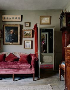The playfully traditional Georgian house of Jack Laver Brister (aka Tradchap) Jack Laver Brister Tradchap house Georgian Interiors, Georgian Homes, Georgian Townhouse, Home Interior Design, Interior Decorating, Living Room Decor, Living Spaces, Cosy Home, Art Deco