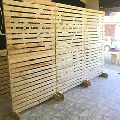 Outdoor Privacy, Outdoor Walls, Diy Wood Projects, Woodworking Projects, Diy Backyard Fence, Patio, Diy Pallet Wall, Craft Booth Displays, Small Balcony Garden