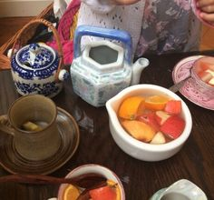 At The Curiosity Approach, we believe in giving children responsibility to handle and play with breakable items. Ceramic tea pots and tea … Hands On Learning, Learning Through Play, Early Learning, Curiosity Approach Eyfs, Tuff Tray, Messy Play, Little Learners, Dramatic Play, Reggio Emilia