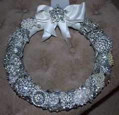 Brooch wreath! Gorgeous! Made from vintage brooches! Idea from Pinterest!!!